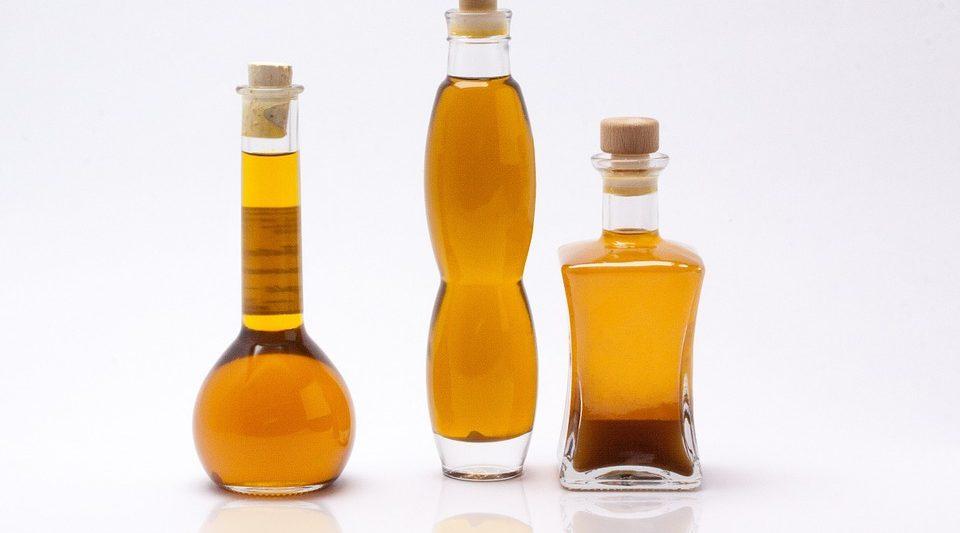 Diverse tipologie di olio vegetale vettore per massaggi