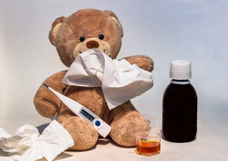 Oli essenziali contro la febbre dei bambini, ricetta per un olio rinfrescante a base di lavanda.