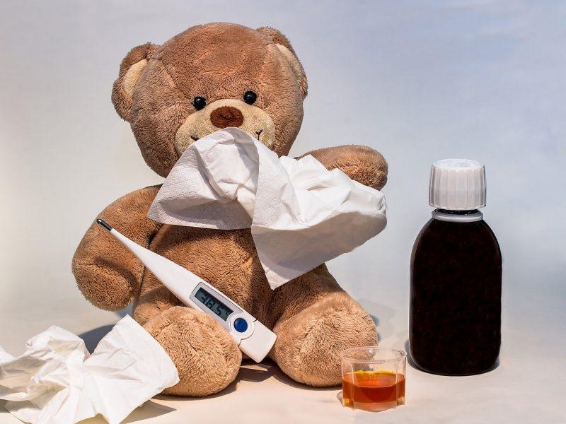 Orsetto con termometro, alla scoperta degli oli essenziali contro la febbre nei bambini