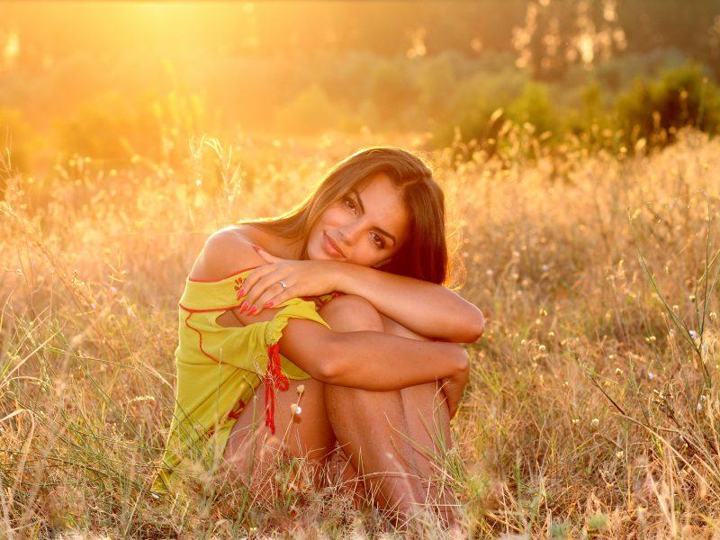 emorroidi rimedi naturali come la ragazza in foto