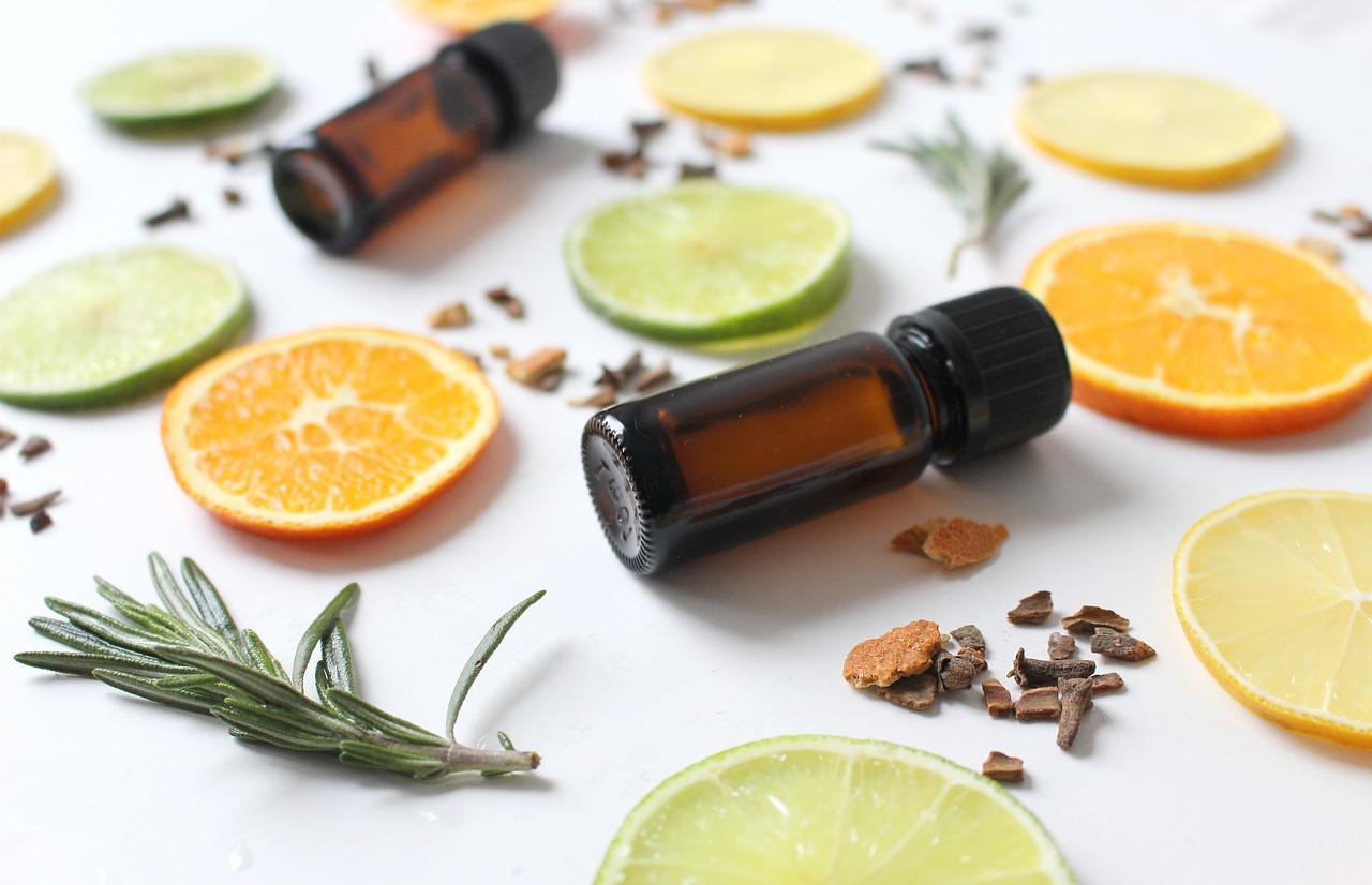 Oli essenziali proprietà cosmetiche. Dalla tabella degli oli essenziali alle ricette pratiche.