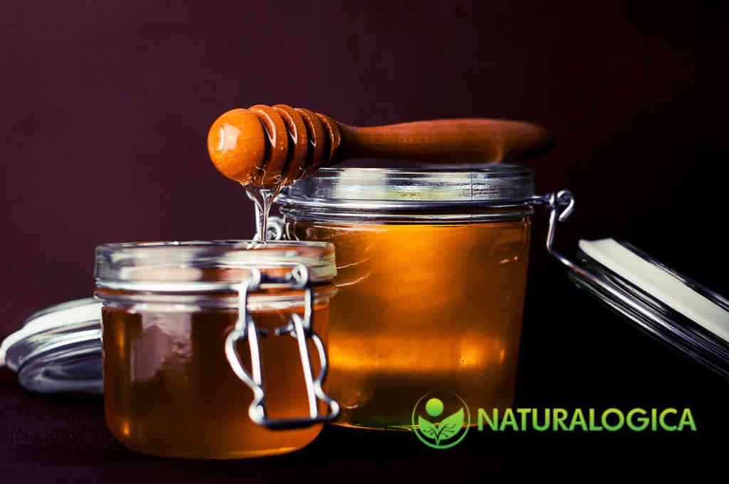 Il miele, ottimo per diluire gli oli essenziali